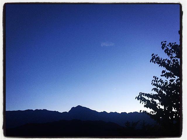 silhouette ほんとうに久しぶりに ちゃんと甲斐駒を 山を 夕陽を見た^^ #nagasakabase #mountainmountain #そんなあなたはスパイシー #mountainlife #甲斐駒ヶ岳