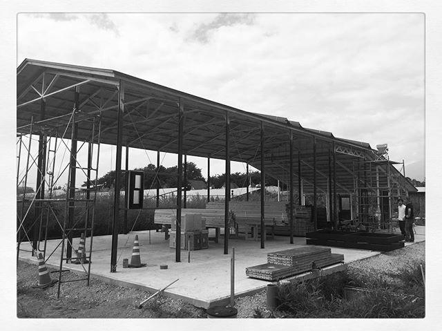 brewery be building 宇宙ブルーイングさんの建築中の建物にお邪魔しました^^ 出来上がった後も楽しみですだけれど 建築中も楽しい^^ ご自宅兼ワーキングスペースも天井高くて 広々でいい感じ^^ #mountainmountain #nagasakabase #そんなあなたはスパイシー #mountainlife #宇宙ブルーイング #うちゅうブルーイング
