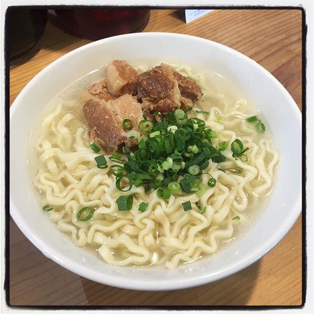 okinawa noodle 本日の mmsetは とろとろ豚ばら肉ののった 沖縄そばです^^ 数量限定となっております^^ #mountainmountain #nagasakabase #そんなあなたはスパイシー #mountainlife #okinawanoodle #沖縄そば