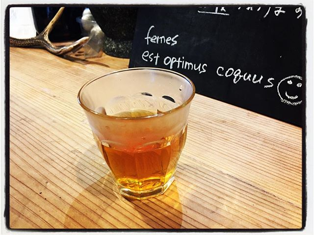 tabicha 本日のwelcome tabichaは ヴェトナムのハス茶^^ hoa sen(ホアは 花、センはハスの意味)と呼ばれる このお茶は 緑茶にハスをブレンドしたり 香りを移したりしたもの^^ ヴェトナムにいた頃は 毎日 毎食飲み親しんでいたお茶^^ #お茶を飲みながら旅気分 #そんなあなたはスパイシー #tabicha #mountainmountain #nagasakabase #hoasen #tea