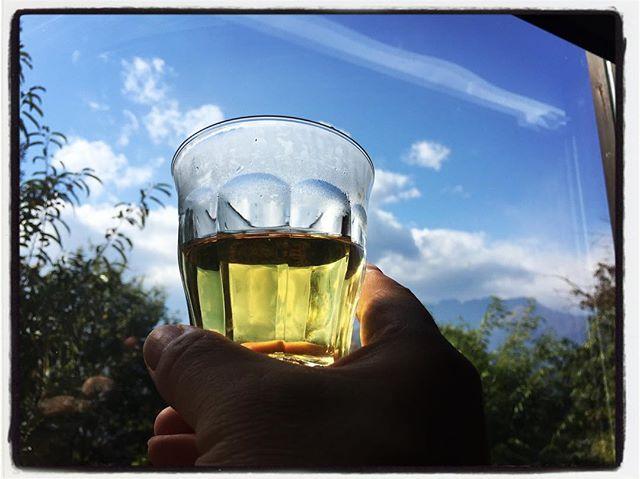 tabicha 本日のwelcome tabichaは zzz…︎ グーグーと読みます︎ オリジナルブレンドのハーブティーで 飲むと忽ち眠くなる?!安眠茶︎ リラックスしてください︎ #お茶を飲みながら旅気分 #そんなあなたはスパイシー #tabicha #mountainmountain #nagasakabase #mountainlife #そんなあなたはスパイシー #zzz