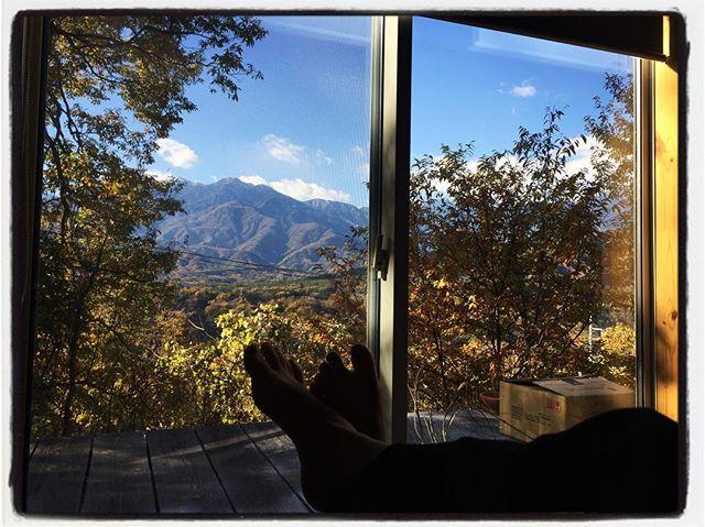 view 窓からの眺めが 一段と秋らしくなってきた︎も少しすると山の稜線が真っ白に︎ #mountainmountain #nagasakabase #mountainlife #そんなあなたはスパイシー