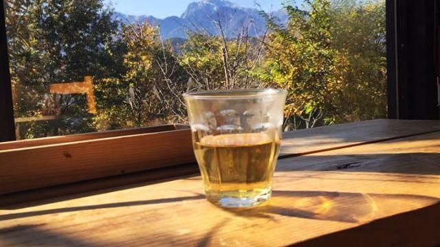 tabicha 昨日よりも甲斐駒はまた少し白くなりました︎ 本日のwelcome tabichaは ホーリーバジル茶︎ 無農薬で育てられたホーリーバジルを 天日干ししています︎ #mountainmountain #nagasakabase #mountainlife #そんなあなたはスパイシー #tabicha #hollybasil