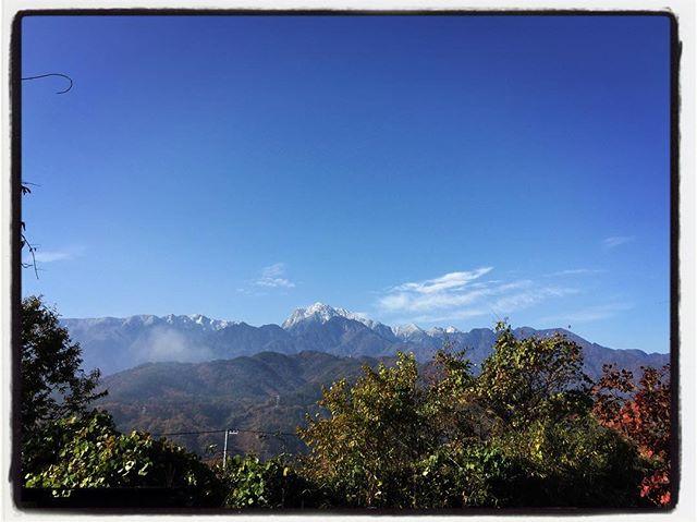 now-capped peak 甲斐駒がまた白くなりました︎ 本日 11/15は 臨時休業とさせていただきます。明日 11/16ランチから営業再開いたします。ご迷惑をお掛け致しますがよろしくお願いします。#そんなあなたはスパイシー #mountainmountain #mountainlife #nagasakabase #nowcappedpeak #kaikomagatake #甲斐駒ケ岳 #臨時休業