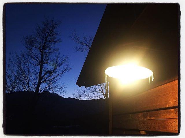 icicle 日中の気温も低すぎるので 雪も氷もなかなか溶けない^^; 軒下に つらら︎ #icicle#mountain #mountainmountain #nagasaka #nagasakabase #yatsugatakebase #yatsugatake #そんなあなたはスパイシー #山梨 #北杜 #移住 #定住 #旅人 #vagabond #料理人 #chef #photographer #cameraman #カメラマン #写真家 #japan #food #料理 #foodpic #foodstagram #foodie #restaurant #kitchen #stories