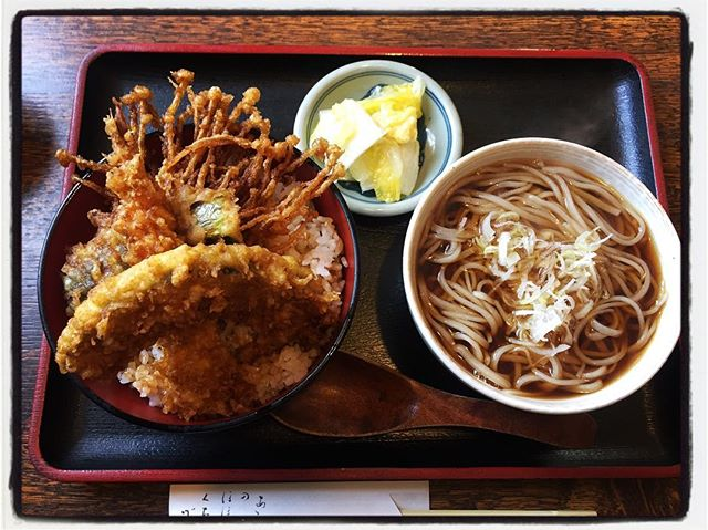 soba & tendon lunch そばとミニ天丼︎えのき茸の天ぷらが美味しい︎ #mountain #mountainmountain #nagasaka #nagasakabase #yatsugatakebase #yatsugatake #そんなあなたはスパイシー #山梨 #北杜 #移住 #定住 #旅人 #vagabond #料理人 #chef #photographer #cameraman #カメラマン #写真家 #japan #food #料理 #foodpic #foodstagram #foodie #restaurant #kitchen #stories