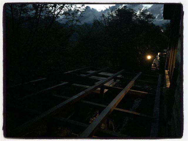 wood deck 防腐を兼ねて全て塗装︎二度塗りしたので 時間がかかる かかる︎ 雨のおかげで押してます・・・ #mountain #mountainmountain #nagasaka #nagasakabase #yatsugatakebase #yatsugatake #そんなあなたはスパイシー #山梨 #北杜 #移住 #定住 #旅人 #vagabond #料理人 #chef #photographer #cameraman #カメラマン #写真家 #japan #food #料理 #foodpic #foodstagram #foodie #restaurant#kitchen #stories