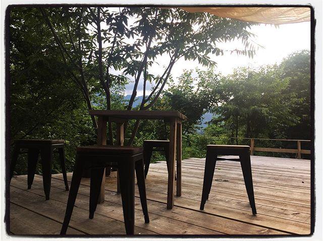 deck.stool.table & tarpw/  mountain view. you can enjoy mt.kaikoma & south alps ︎ デッキ用のスツールが来ました︎ いろいろと探して とりあえずはコレに落ち着きました︎重ねてしまえるし!日よけも仮設︎ただ試しに張っただけ…本当に仮設︎も少し手をかけないと…日よけなので 雨は無理です︎ テーブルは 店内で以前使っていたもの︎コレも雨ざらしだったので手を入れます!なんとなくそれっぽくなって来たか?! #mountain #mountainmountain #nagasaka #nagasakabase #yatsugatakebase #yatsugatake #そんなあなたはスパイシー #山梨 #北杜 #移住 #定住 #旅人 #vagabond #料理人 #chef #photographer #cameraman #カメラマン #写真家 #japan #food #料理 #foodpic #foodstagram #foodie #restaurant#kitchen #stories