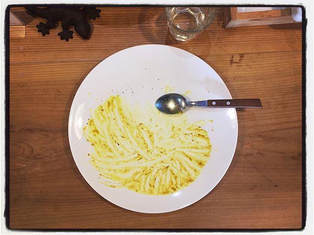 chicken masala curry ほぼ2ヶ月ぶりにチキンカレーを仕込んだ︎ みんな大好きカレーは 人気のメニューなので 黒板に乗せるとすぐなくなってしまいます︎ カレーの取材もたくさんしていただいたし お問い合わせも…「カレー屋さんですか?!」「カレーもございます!」 と言うわけでしばらくお休みしてみました^ ^; 作っている時のスパイスの香りが美味しいですね︎ #mountain #mountainmountain #nagasaka #nagasakabase #yatsugatakebase #yatsugatake #そんなあなたはスパイシー #山梨 #北杜 #移住 #定住 #旅人 #vagabond #料理人 #chef #photographer #cameraman #カメラマン #写真家 #japan #food #料理 #foodpic #foodstagram #foodie #restaurant#kitchen #stories